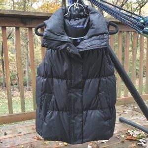 GAP Black Down Fill Puffer Vest XS - so warm!